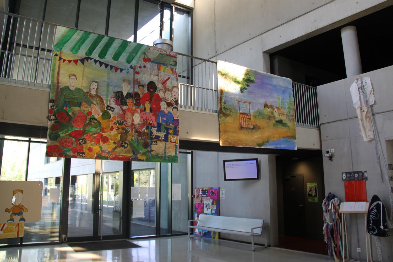 Les travaux des collègiens ont investi le hall de l'IUFM.