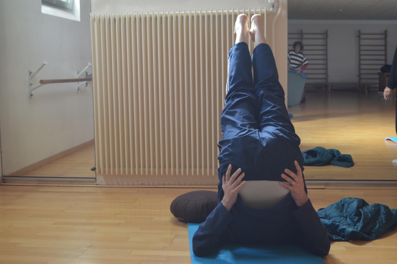 Jacques, 68 ans, trois années de pratique : sa posture favorite : la demi-chandelle.