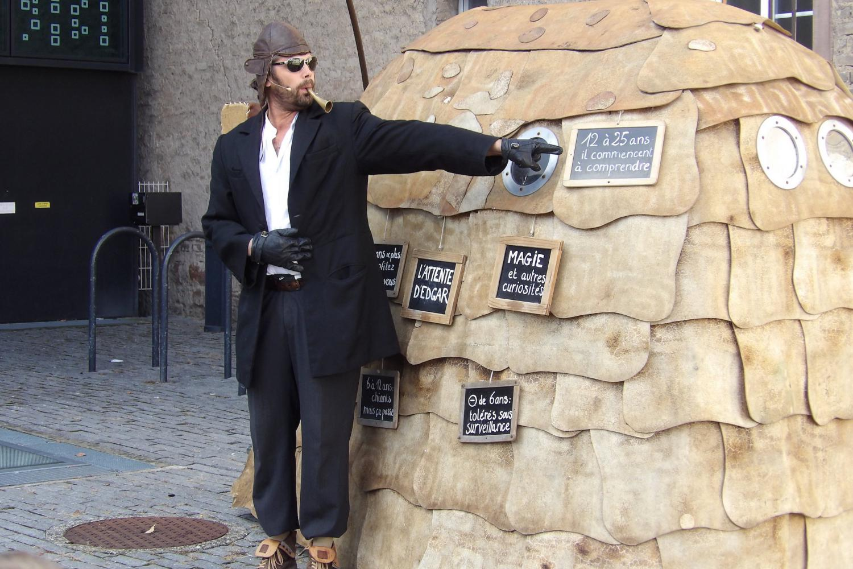 Stéphane Amos joue un personnage un peu fou.