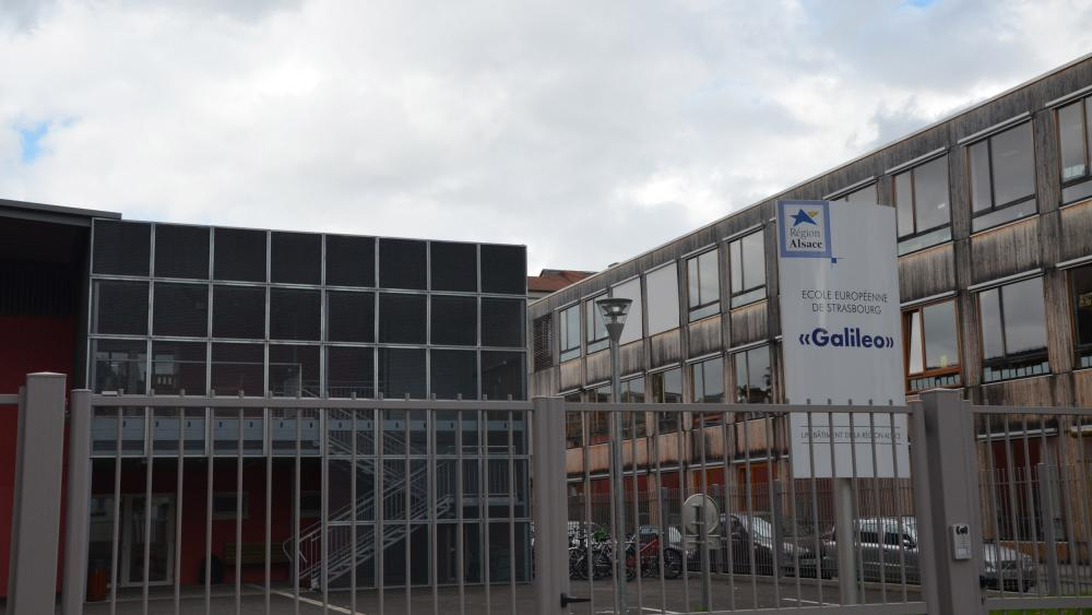 L'école actuelle est divisée en trois sites. Le bâtiment Galileo accueille le primaire, le collège Vauban le secondaire.