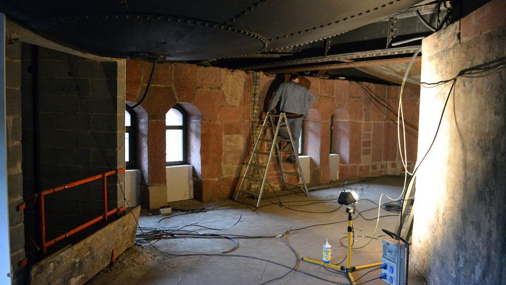 Les anciennes cuves sont toujours apparentes au 2ème étage.