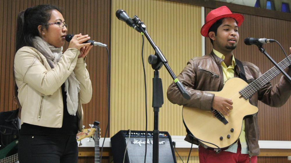 Les musiciens ont enseigné au public le lamako, l'avereno et latambaro, façons d'applaudir spécifiques à la culture malgache.