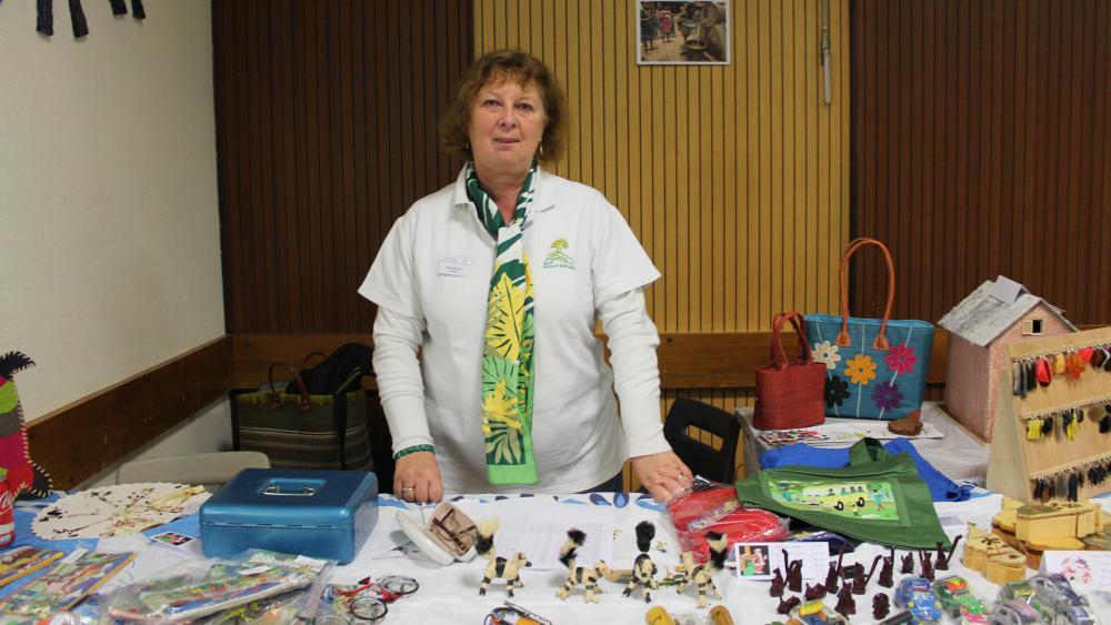 Dominique tenait le stand d'artisanat malgache.