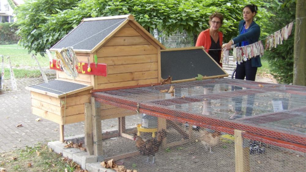 Geneviève Dreyer et Sofia Guth ont mis en place le projet de poulailler.