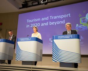La Commission européenne plaide pour une réouverture coordonnée de Schengen
