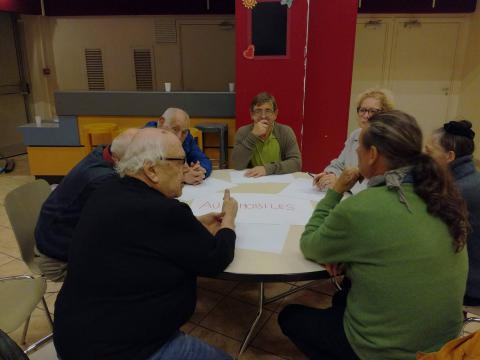 La réunion était centrée autour de 7 tables