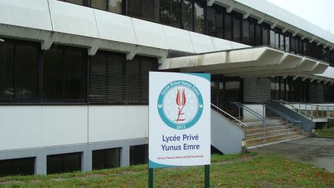 Le lycée est conçu pour accueillir jusqu'à 300 élèves