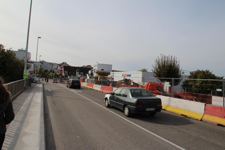 Travaux sur le pont de l'A351 en direction des Poteries, pour la future installation du tramway.