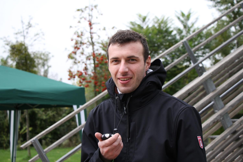 Marco Scawind, en charge du chronomètre, était en liaison avec le plancher des vaches par téléphone.