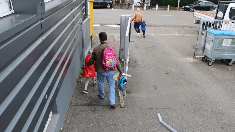 Camille et Yuliana, parents de Catherine et Louis, viennent depuis Illkirch, la ville voisine. /Photo Marine Godelier
