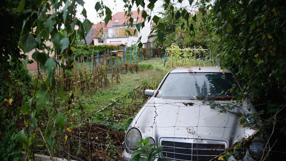 Le terrain est utilisé comme potager/débarras par les résidents du quartier.