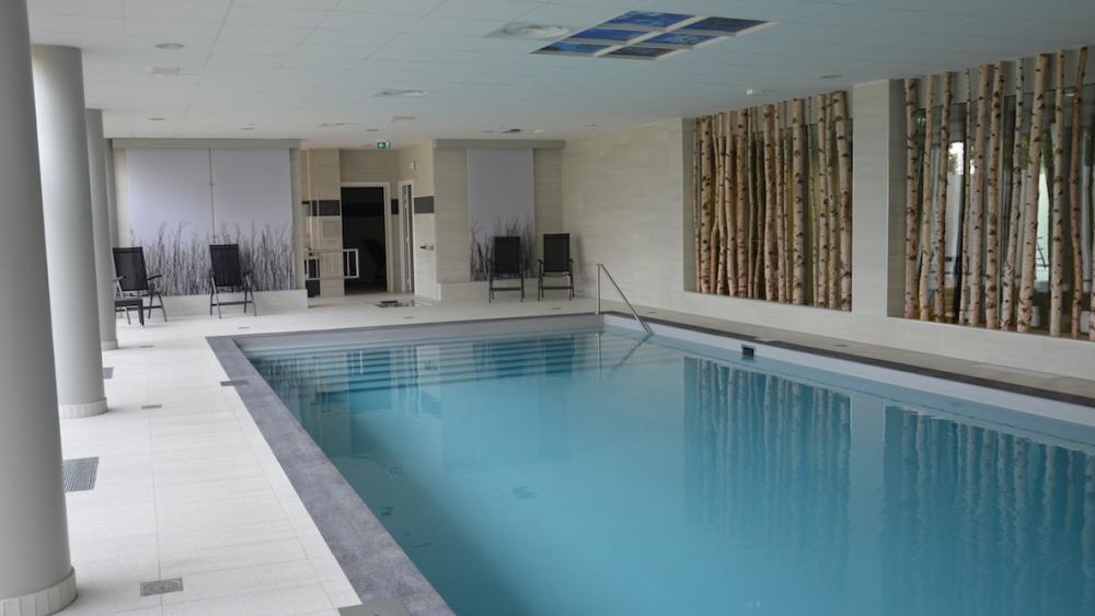 La piscine, accessible librement ou pour des cours d'aquagym.